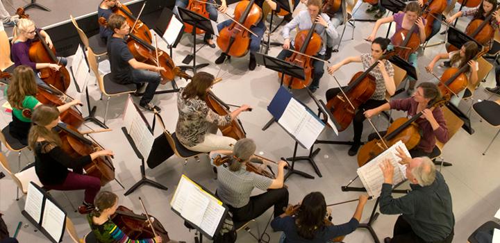 K5: Cellovision – 100 Celli in der Musikschule Hamm mit Hauke Hack